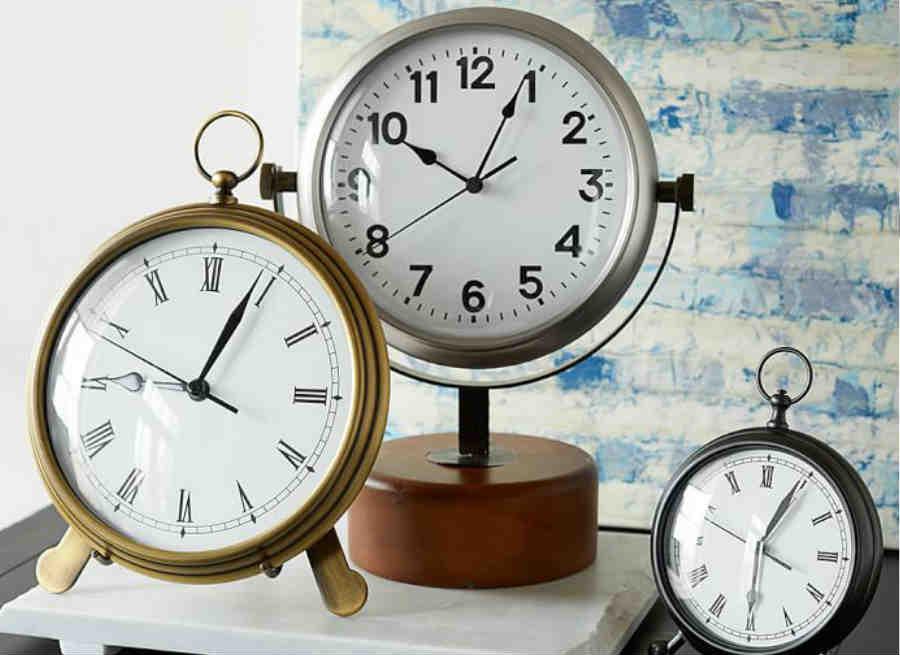 किस्मत बदल सकता है घड़ी का वास्तु, आगे जानें किस दिशा में लगाना चाहिए, ताकि मुठ्ठी में हो जाए समय