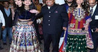 प्रियंका चोपड़ा की संगीत सेरेमनी, मुकेश और नीता अंबानी अपनी छोटी बहू के साथ पहुंचे, पापा का हाथ थामे रहीं ईशा