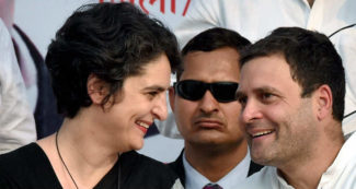 'प्रियंका गांधी के सक्रिय राजनीति में आने को कुछ लोग अतिरेक और करिश्माई नजर से देख रहे'