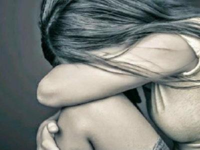 महिलाओं के सामने दो ही रास्ते हैं- या तो वे डर-डर कर जीयें या दुर्गा बन दुष्कर्मियों का संहार खुद करें