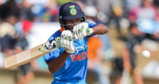 शतक से चूके अंबाती रायडू, हार्दिक पंड्या ने कर दी छक्कों की बारिश, सम्मानजनक तक पहुंची टीम इंडिया