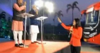 LIVE शो में नेताओं ने कर दी हदें पार, देखकर अंजना ओम कश्यप हुई गुस्से से लाल और लगा दी जमकर क्लास