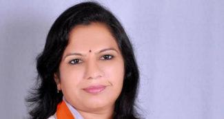 लोकसभा चुनाव से पहले गुजरात में कांग्रेस को जोरदार झटका, 'ताकतवर' होती जा रही बीजेपी
