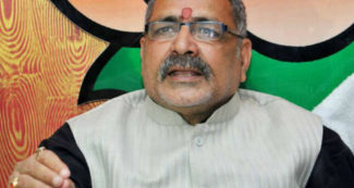 मोदी के मंत्री गिरिराज सिंह ने बिहार के लोगों से मांगी माफी, तिलमिला उठी नीतीश की पार्टी