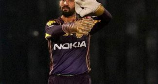 दिनेश कार्तिक ने छोड़ी केकेआर की कप्तानी, इस बल्लेबाज को मिली बड़ी जिम्मेदारी
