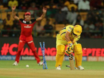 आईपीएल में इस गेंदबाज ने फेंकी चमत्कारी गेंद, टूट गया धोनी कवच, पलट गया मैच का पासा