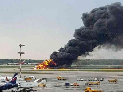 वीडियो : उड़ान भरते ही रनवे पर लौटा विमान, धूं-धूं कर जल रहा था, जिंदा जल गए कई मासूम