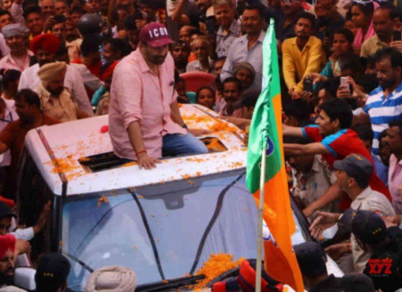चुनाव प्रचार के लिए जा रहे सनी देओल की कार का एक्सीडेंट, जानिए अब कैसी है हालत