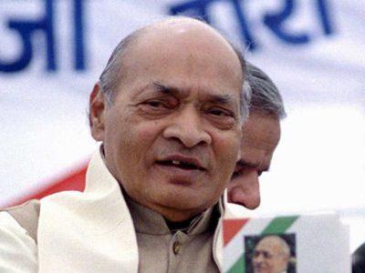 नरसिम्हा राव इतिहास के ऐसे त्रासदीपूर्ण व्यक्ति हैं जिसे भाग्यलक्ष्मी ने वर तो लिया था, पर स्नेह से वंचित रखा
