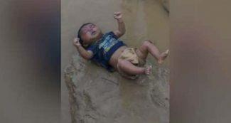 बिहार की जिस तस्वीर ने दिल झकझोर दिया, उसका सच कुछ और है, सामने आया डीएम का दावा