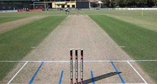 कैच आउट होने से गुस्साए बल्लेबाज ने फील्डर को बल्ले से पीटा, अब तक है बेहोश!