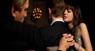 क्यों रिश्ते में रहकर भी धोखा देते हैं लोग ? क्यों आ जाता है किसी और पर दिल? जानिए वजह