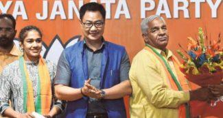 रेसलर बबीता फोगाट का इस्तीफा मंजूर, बीजेपी के टिकट पर इस विधानसभा से लड़ सकती है चुनाव