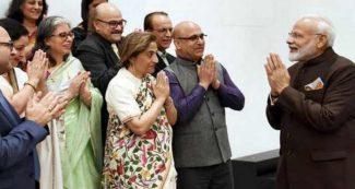 कश्मीरी पंडितों से मिले पीएम मोदी, कहा आपने बहुत सहा, अब बनाएंगे नया कश्मीर, वीडियो