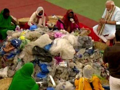 Video : जब मथुरा में जमीन पर बैठ कूड़ा छांटने लगे PM मोदी, अंदाज पसंद आ रहा है