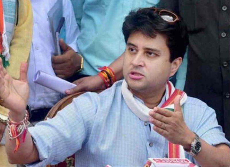आप महाराष्ट्र में उलझे रहे इधर मध्य प्रदेश में सिंधिया ने किया बड़ा 'गेम', कमलनाथ की कुर्सी