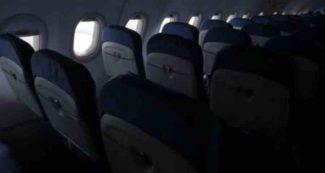 स्टाफ को धोखा देकर एयर प्लेन में शूट कर ली 'वो' वाली फिल्म, जब सच सामने आया तो होश उड़ गए