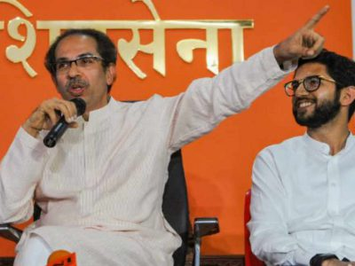BJP पर शिवसेना के ताबड़तोड़ वार, फडणवीस से लेकर शाह तक 'पैसे लेकर विधायकों के पीछे घूम रहे थे'