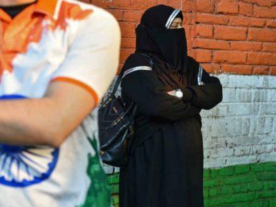 दूसरे धर्मों के लोग हिंदुओं के बीच सबसे अधिक और मुसलमानों के बीच सबसे कम सुरक्षित होते हैं!