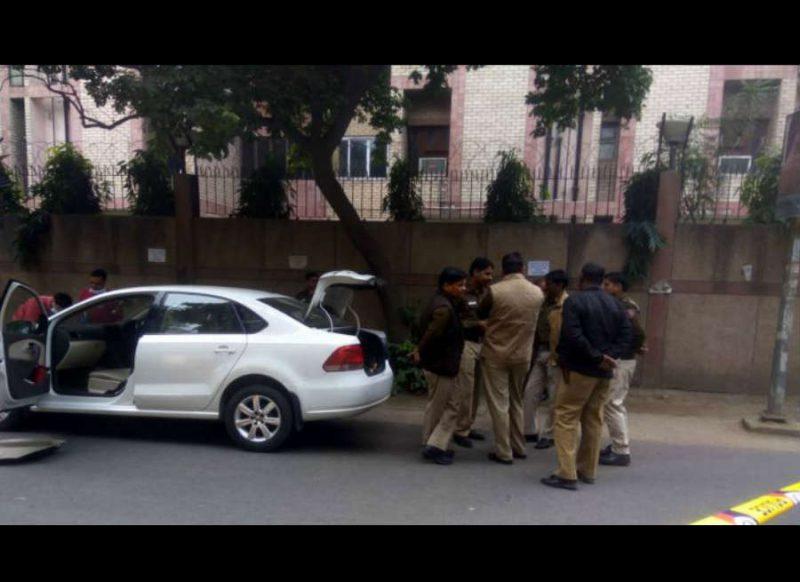 कार में मिला डॉक्टर और उसकी महिला मित्र का शव, पुलिस के दावे से हड़कंप