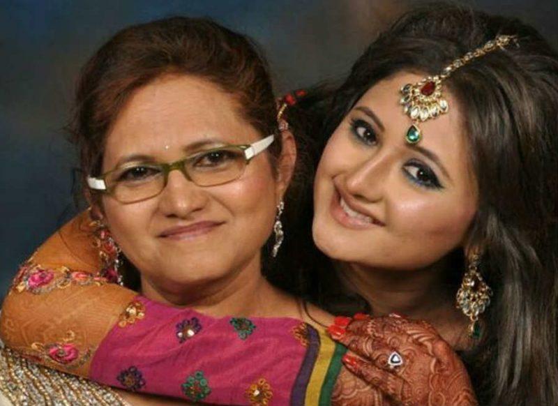 खुल्लम खुल्ला बोली रश्मि देसाई की मां, बेटी की समर्थन नहीं कर रही, क्योंकि…