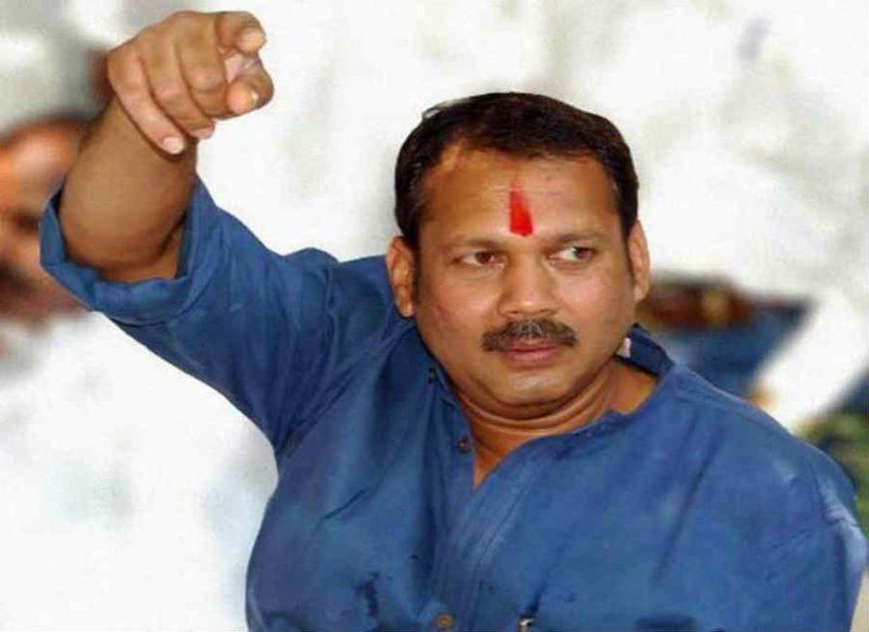 शिवाजी महाराज के वंशज का उद्धव ठाकरे पर निशाना, खुद को शिवसेना ना बोलें