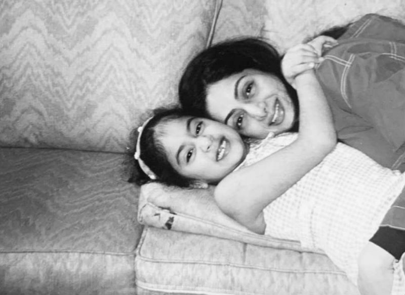 मां श्रीदेवी की तस्वीर पोस्ट कर भावुक हुई जाह्नवी कपूर, तो करण जौहर और स्मृति ईरानी ने किया ऐसा कमेंट