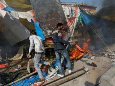दिल्ली – फरिश्ता बना बीजेपी नेता, जान पर खेलकर मुस्लिम परिवार को बचाया