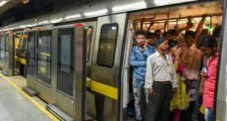 मेट्रो में युवक की शर्मनाक करतूत, लड़की को निजी अंग दिखाया, तस्वीर हो रही वायरल