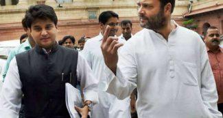 पुराने दोस्त राहुल गांधी की मिमिक्री करते नजर आये ज्योतिरादित्य सिंधिया, लोगों ने खूब पीटी तालियां, वीडियो
