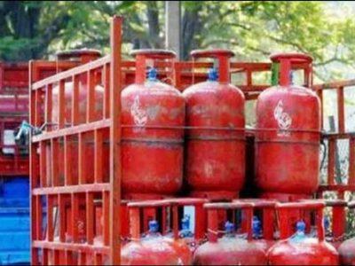 LPG Price in Dec-आ गये गैस सिलेंडर के नये रेट, मोदी सरकार ने दी राहत!