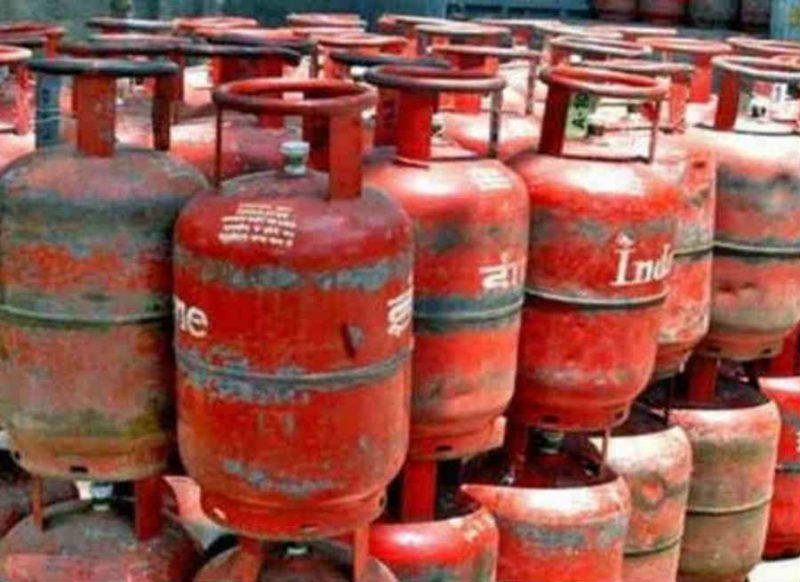 31 जनवरी तक फ्री में बुक कर सकते हैं LPG सिलेंडर, ऐसे लीजिए ऑफर का लाभ!