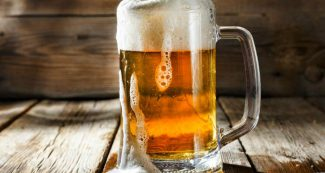 यहां नालियों में बहाई जा रही फ्रेश बीयर, जानिये आखिर क्यों आ गई ऐसी नौबत?