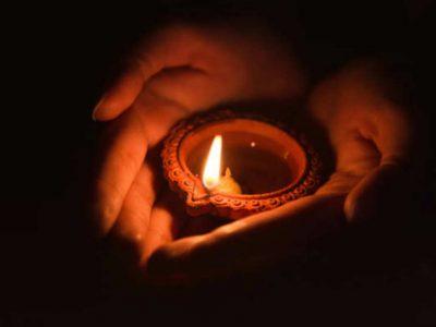 उन 64 डॉक्टरों के लिए दिया जलाइए जो कोरोना पीड़ितों का इलाज करते करते खुद संक्रमित हो गए