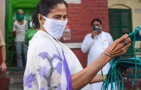 बीजेपी के हमले के बाद ममता बनर्जी का बड़ा दांव, हिंदू वोटरों को लुभाने के लिये बड़ा ऐलान!