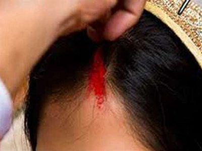 सोते समय युवती की मांग में भर गया सिंदूर, ग्राम पंचायत ने लड़के को दी ऐसी सजा, बड़ा जुर्माना