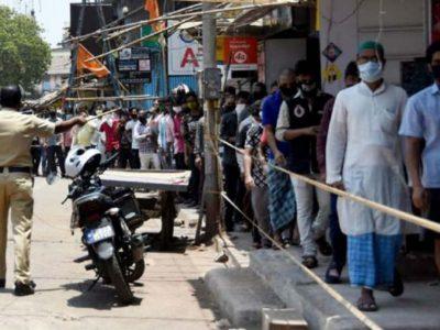 दिल्ली- शराब की दुकानों पर जमा हो गई इतनी भीड़, कि पुलिस को लेना पड़ा बड़ा फैसला