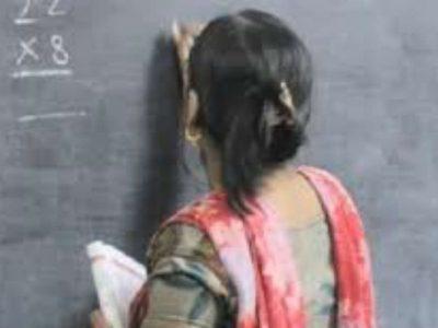 यूपी के 25 जिलों में एक साथ नौकरी कर रही एक शिक्षिका, उठा रही वेतन