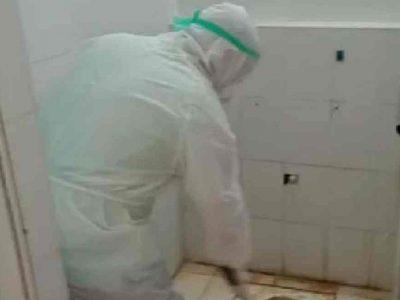 अस्पताल के वॉशरूम में दिखी गंदगी तो खुद ही सफाई करने लगे स्वास्थ्य मंत्री, Video हुआ viral