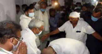 Bihar Election- चिराग पासवान ने छुए नीतीश कुमार के पैर, नई चर्चा शुरु