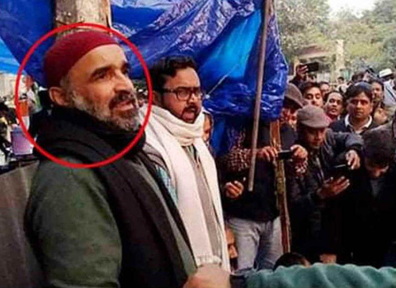 मंदिर में नमाज पढ़ने वाला फैसल खान CAA विरोध प्रदर्शन में भी था शामिल, तस्वीरें हो रहीं वायरल
