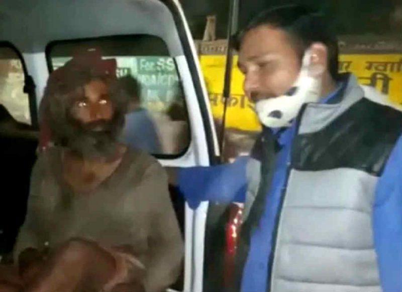 सड़क किनारे ठंड से ठिठुर रहा था भिखारी, DSP ने पास जाकर देखा तो पाया खुद के बैच का अधिकारी