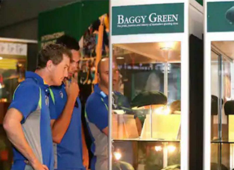 सबसे बड़े बल्लेबाज ब्रैडमैन की कैप 2.5 करोड़ रुपये में बिकी, लेकिन खास रिकॉर्ड शेन वॉर्न के नाम!