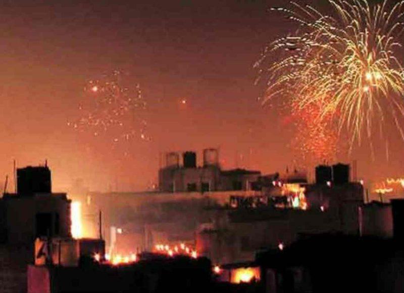 दिल्ली में नाइट कर्फ्यू, यूपी में नई गाइडलाइन, कोरोना के चलते नए साल के जश्न पर यहां-यहां पाबंदियां