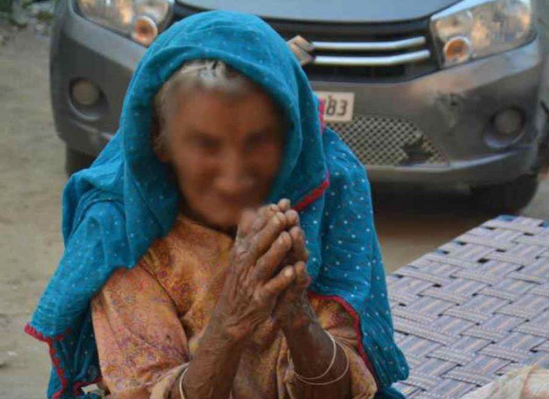 80 वर्षीय सास को बहू ने घर से निकाला, कपड़े गली में फेंके, वीडियो हुआ वायरल तो हुई गिरफ्तार