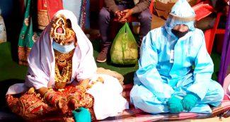 कोरोना पॉजिटिव दूल्हे ने PPE पहन लिए 7 फेरे, मास्क में दिखी दुल्हन, कोरोना के साए में हुई शादी