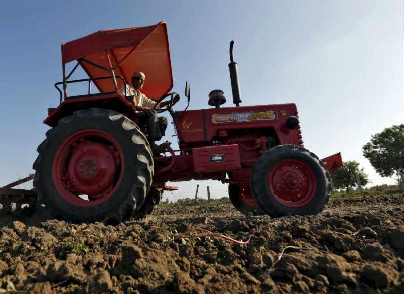 किसान ने 11 एकड़ तैयार फसल पर चलाया ट्रैक्टर, वजह जानकर आप भी परेशान हो जाएंगे