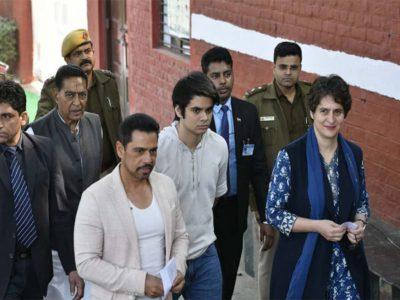 प्रियंका गांधी के पति के ऑफिस पहुंची इनकम टैक्स विभाग की टीम, बेनामी संपत्ति में जारी है पूछताछ!
