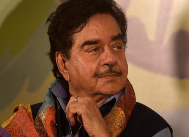 शत्रुघ्न सिन्हा ने तोड़ी चुप्पी, सरकार को घमंड छोड़ने की सलाह, रवीश कुमार की वजह से हो रहे ट्रोल!
