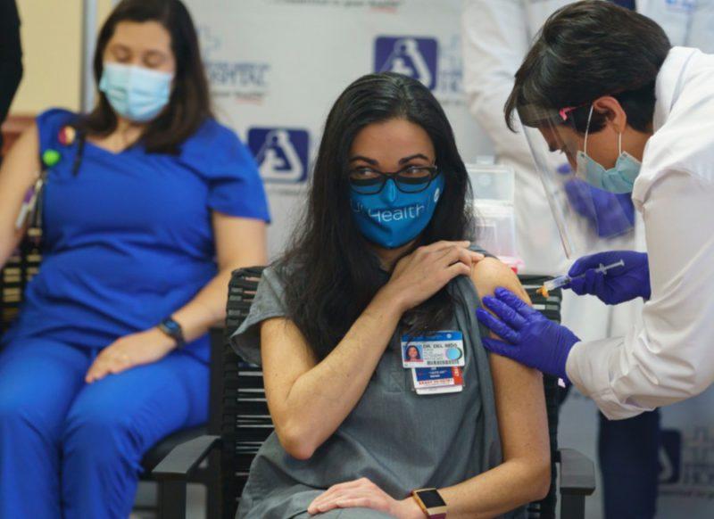 महिलाएं पीरियड्स में वैक्सीन लें या नहीं?  एक्सपर्ट्स ने दी पूरी जानकारी
